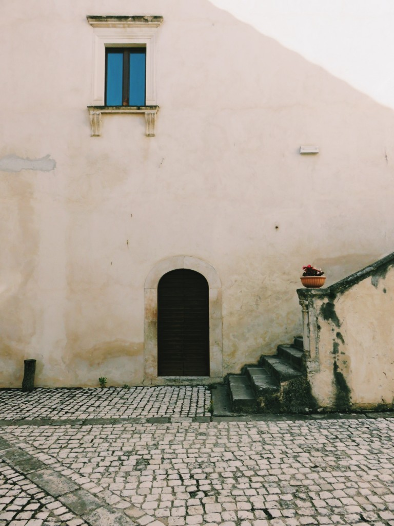 Luca Vivan, eco blogging, travel blogger, ecoturismo, tratturi e cammini, turismo consapevole, Navelli, palazzo Santucci, Abruzzo