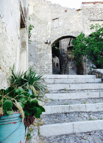 Luca Vivan, eco blogging, travel blogger, ecoturismo, tratturi e cammini, turismo consapevole, vicoli di Navelli, Abruzzo