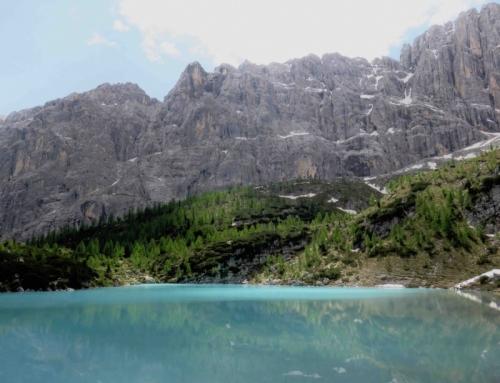 Il lago di Sorapis. Il blu, il verde e le Dolomiti