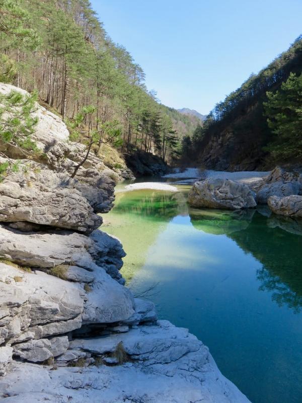 pozze smeraldine, fiume Meduna a Tramonti di Sopra, Friuli Venezia Giulia