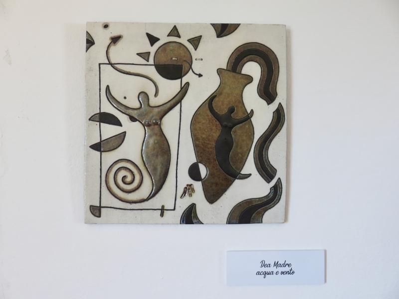Valmorel, opera in ceramica di Mirco Mioranza, al Vejò di valmorel, Belluno