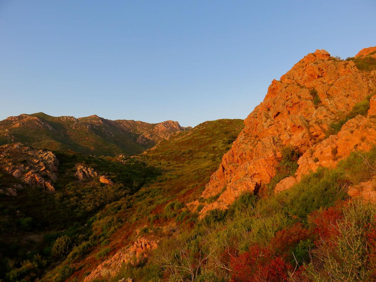 sardegna insolita, alba a Monte Ruiu, Azzanì, entroterra Costa Smeralda