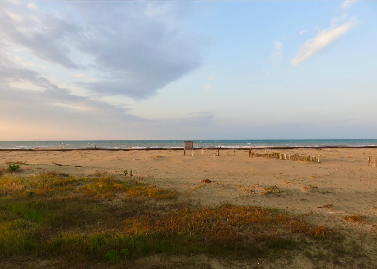 racconti di cura Luca Vivan, Alba sulla spiaggia di Bibione, Lido dei Pini Bibione